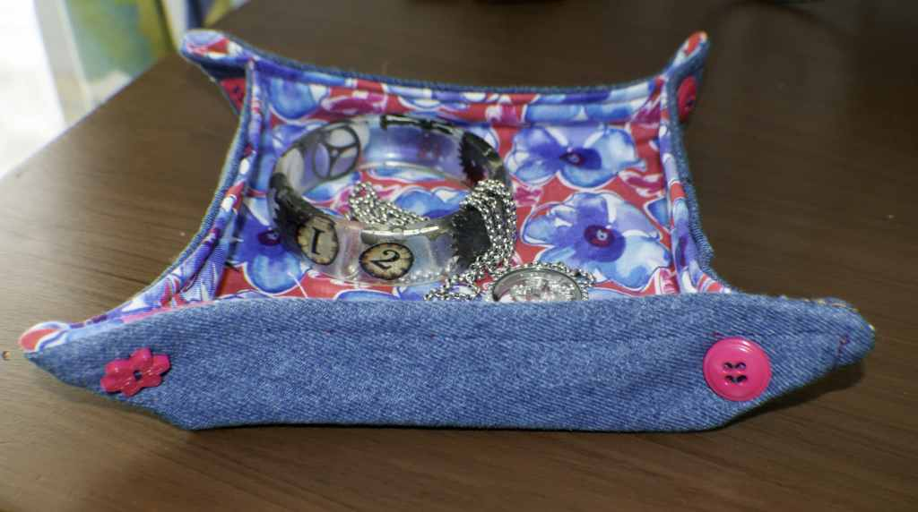quick and easy fabric trays