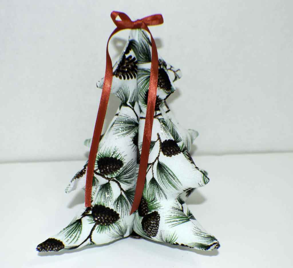 Three-Dimensional-Stuffed-Christmas-Tree-1024x935 25 Easy to Make Fat Quarter Projects