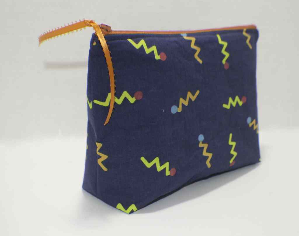 How to make a flat Bottomed Zippered Pouch