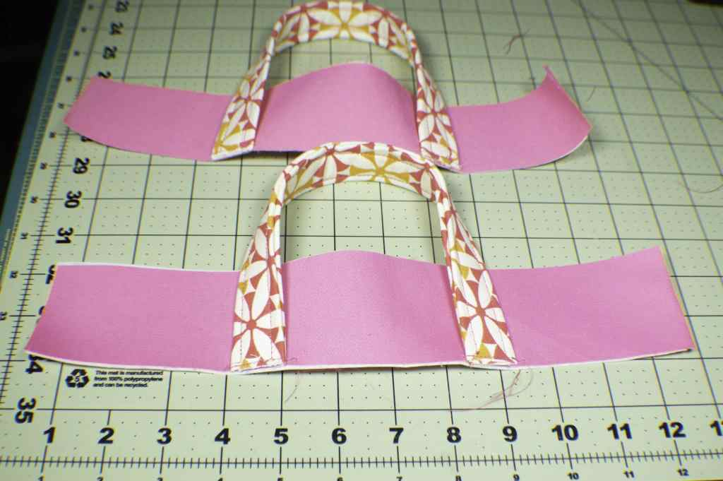 Add-the-handles-to-the-rim-1024x681 How to Make a Pretty Little Lunch Bag
