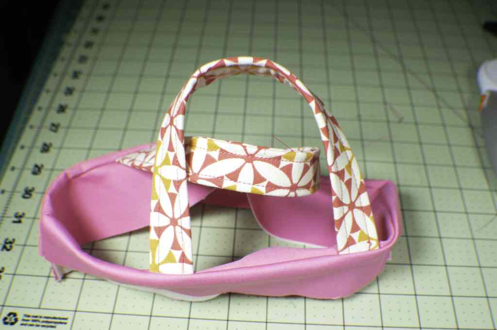 Finished-Rim-and-Handles-1024x681 How to Make a Pretty Little Lunch Bag