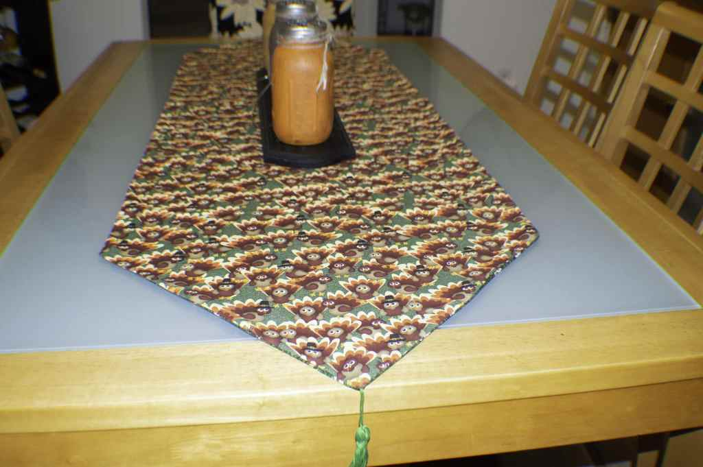 Easy reversible holiday table runner