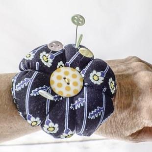 How to make a wrist Pin Cushion