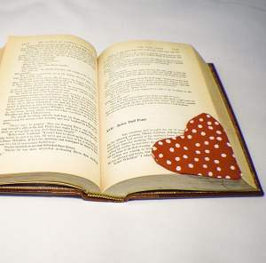 How to make a Heart Fabric Bookmark