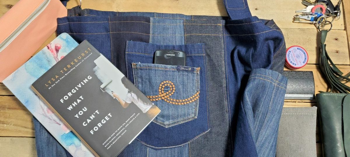Oversized Bag from Old Jeans www.sewzaizay.com