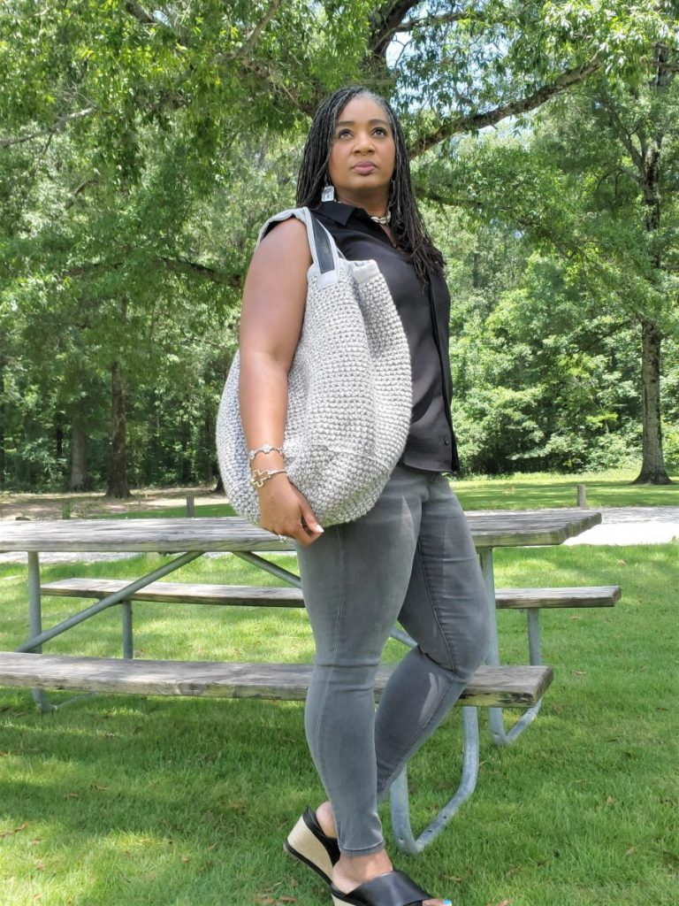 Crochet bag with lining and leather handles