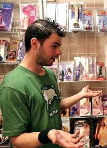 секс шоп секс игрушки продавец гей