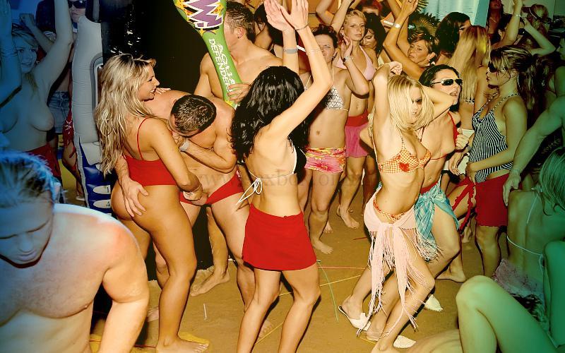 Фото: дискотека в свингер клубе