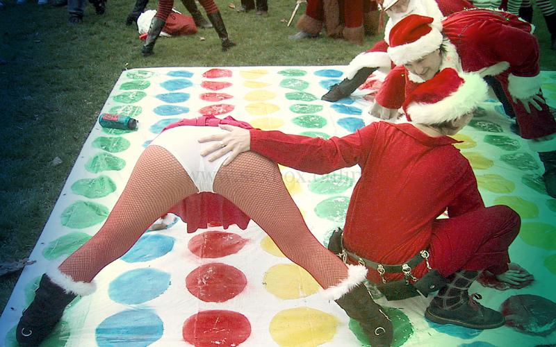 Фото: секс твистер, чтобы перейти к групповому сексу