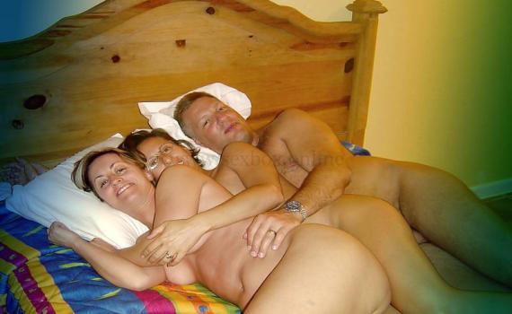 Фото: шведская семья в постели занимаются сеском в троем