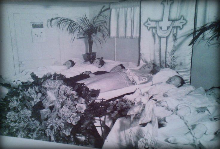 Mrs Day And Her Seven Children - Sex, Death, Rocknroll-8436