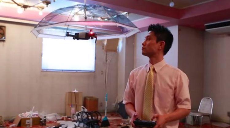 Για τους υπέρτατους τεμπέληδες, ήρθε η αυτοκινούμενη ομπρέλα-drone