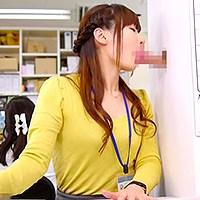 日本美女白領OL穿著黑色透膚膝上襪在公司幫主任同事口交