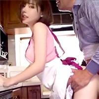 追擊口交的達人!吸到男優軟腳的《深田詠美》雞渴到連工作人員都硬 人美身材好惹忌妒