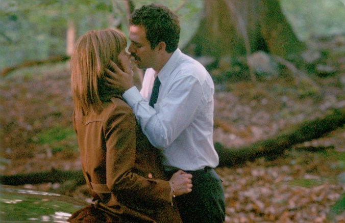 Malloy and Frannie kissing in the woods, an image from In the Cut