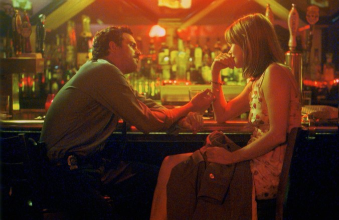 An image from In the Cut of Frannie and Malloy at a bar