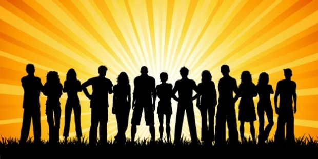 siluetas-de-multitud-de-gente-con-rayos-de-sol_1048-947