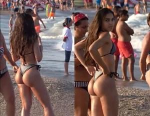 Garota flagrada ajeitando o biquini na praia