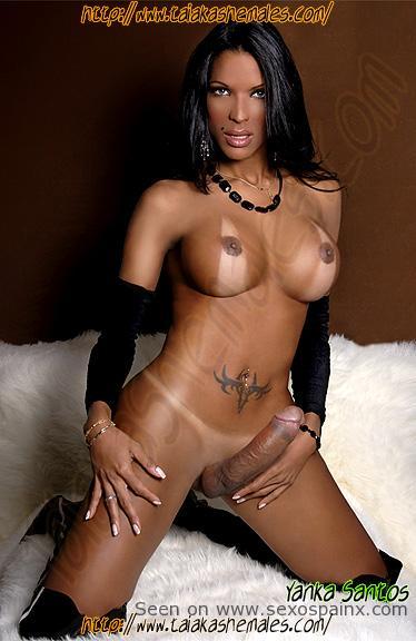 Yanka Santos travesti negra muy dotada desnuda
