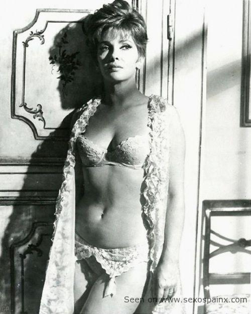 La guapa Gina Lollobrigida en lencería blanca de encaje