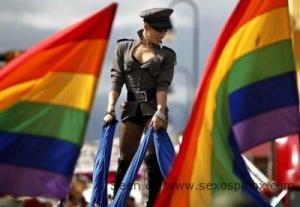 En los desfiles gays los hombres que se disfrazan de mujeres son bujarras.