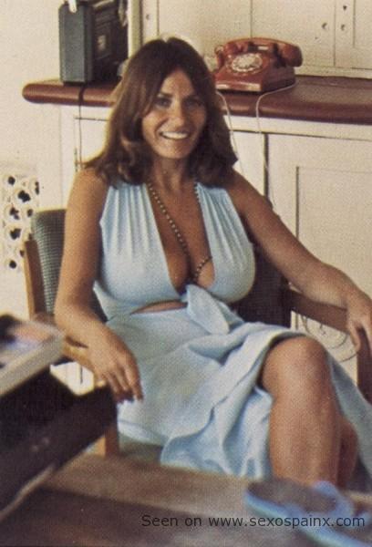 Guapas cantantes españolas, actrices, famosas y mujeres desnudas.