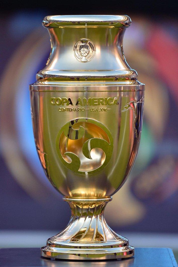 Ésta copa quedó en posesión del campeón. Vía @CA2016_sp