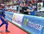 Ricardinho celebra un gol