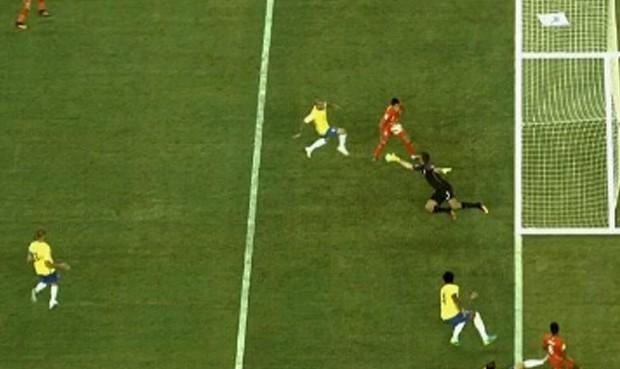 Gol mano Brasil vs Perú