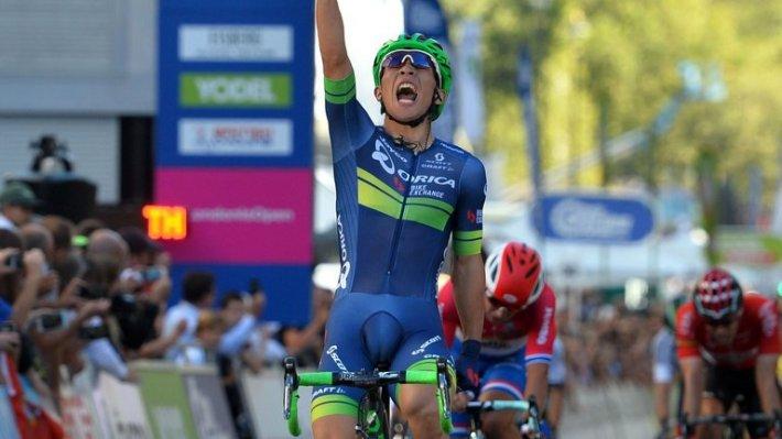 Caleb Ewan celebrando la victoria en la última etapa. Fuente: sprint-final.com