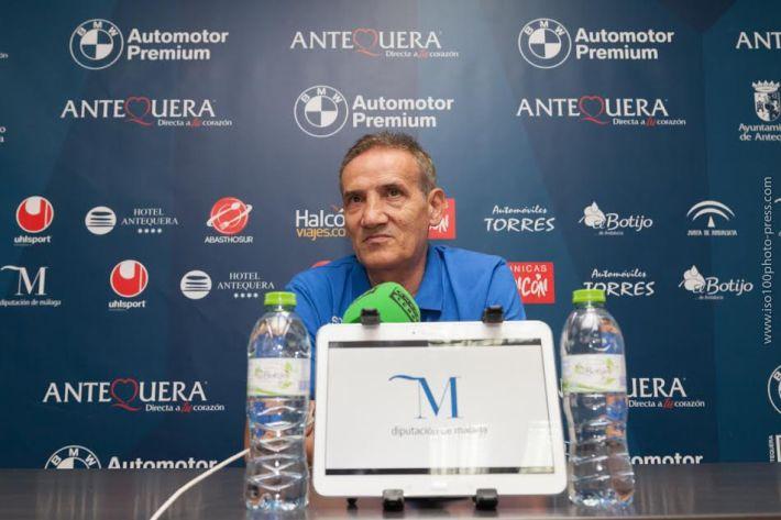 Manuel Luiggi (Moli), entrenador del UMA. Foto Prensa CD UMA ANTEQUERA