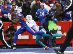FÚTBOL AMERICANO - Exhibición terrestre de los Dolphins que acaban con la temporada de Buffalo Bills