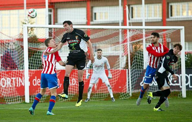 Lance del último encuentro disputado entre Tudelano y Sporting 'B' (Foto: LNE)