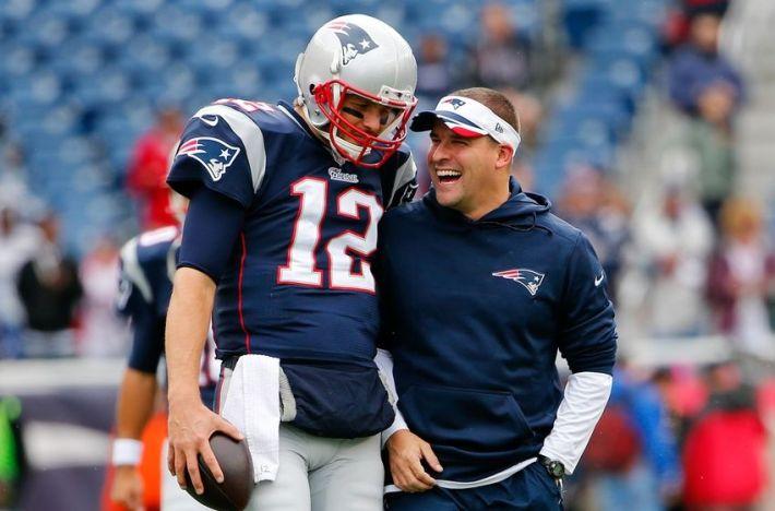 Josh McDaniels y Tom Brady