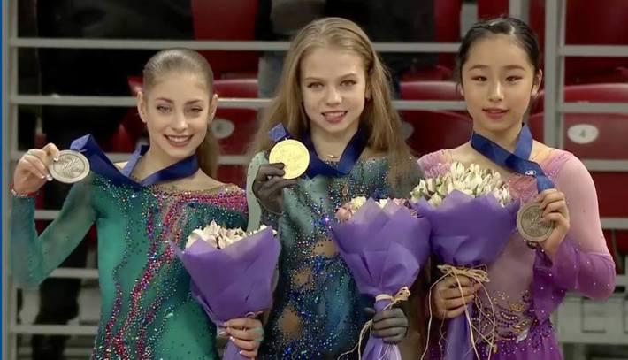 Podio de chicas en el Mundial Júnior 2018 en Sofia