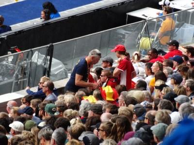 Espectadores disfrutando del evento que es el campeonato europeo de atletismo.