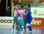 Los jugadores del Barça celebran un tanto en su victoria por 2-6 frente a Jimbee Cartagena el 13 de febrero