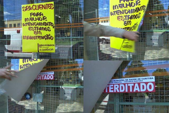 cartaz escondendo interditado da vigilância sanitária