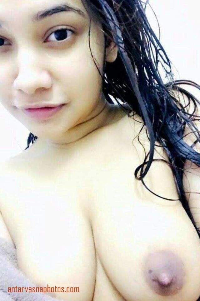 indian girl bade boobs dikhati hui