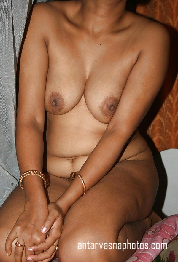 Sakshi aunty ki hot nangi photos