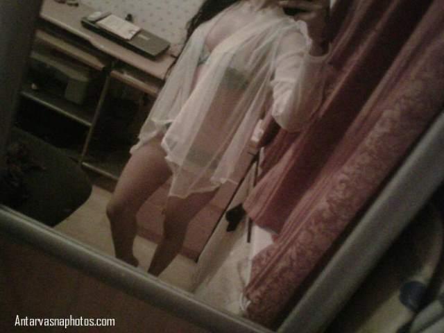 hot nighty me navya mirror ke samne