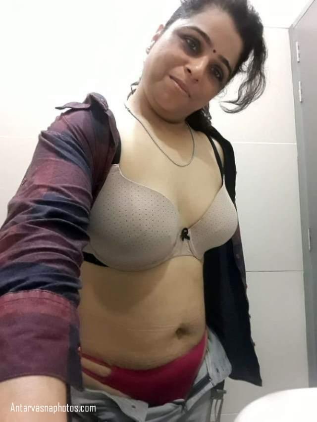 brown bra red panty me hot bhabhi ki sexy pose
