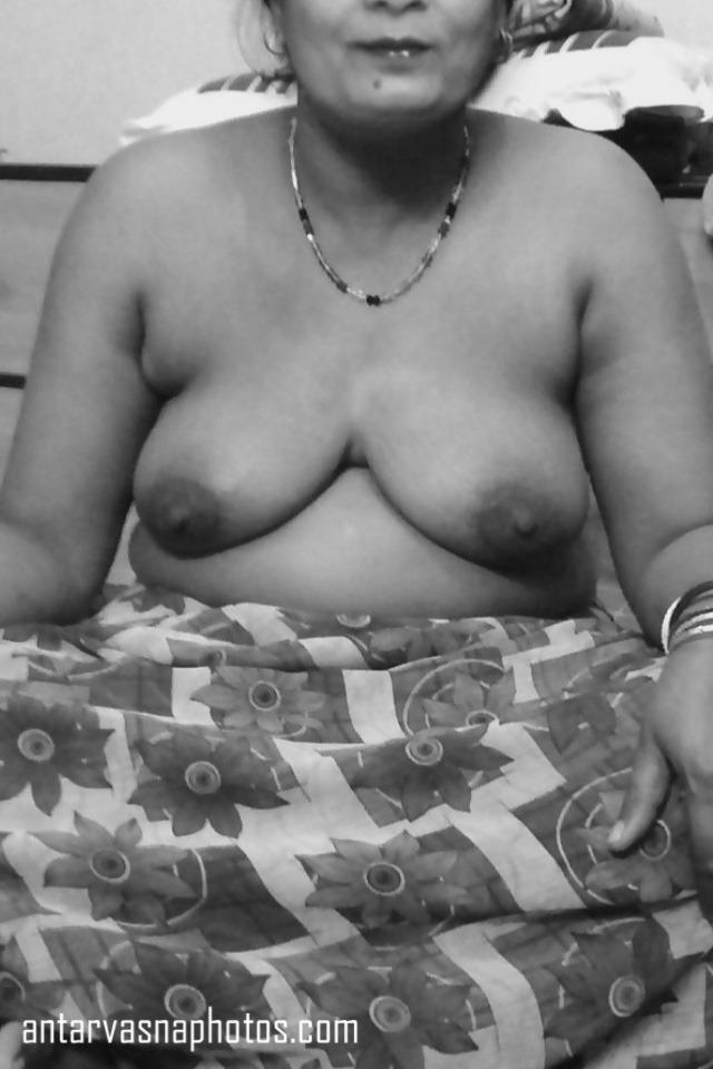 Sunita aunty ki huge boobs ki photos