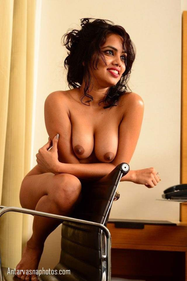 apne big boobs dikhati model