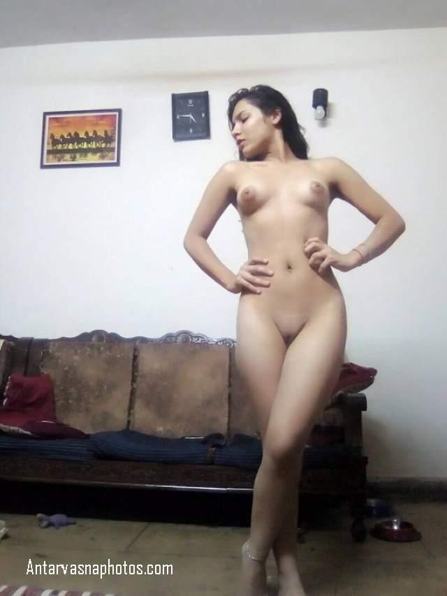 mulayam choot ka sexy pose