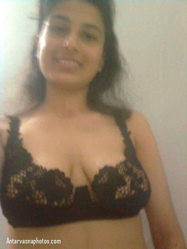 sexy girl ki bra me pic