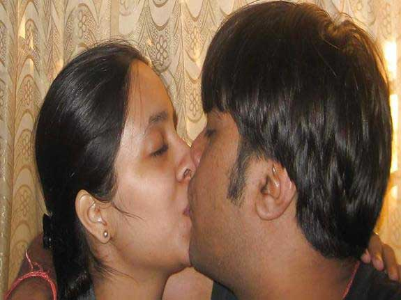 Hot romantic Indian pics