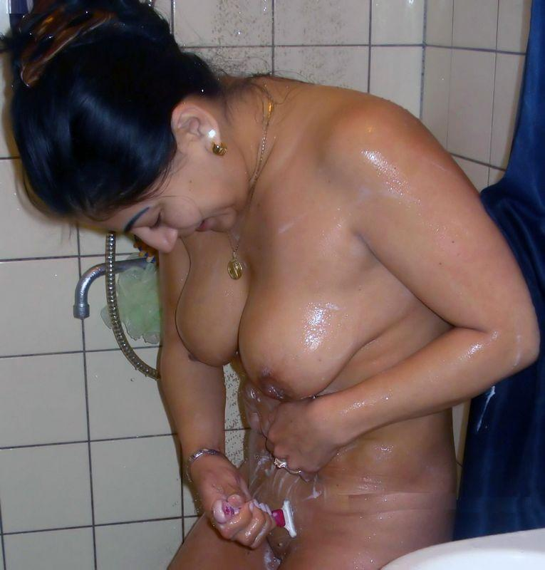 Indian girl ki bathroom nude pics