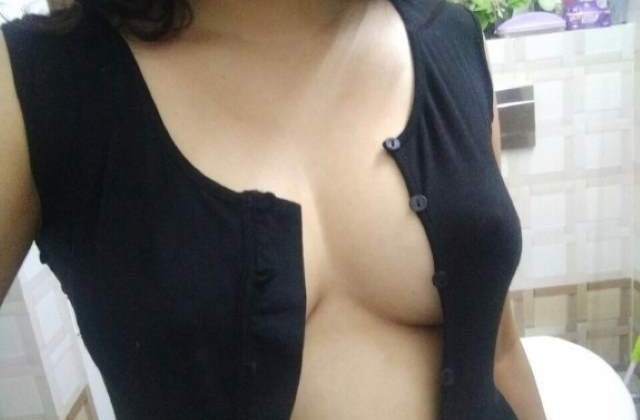 boobs dikhane ki taiyari me