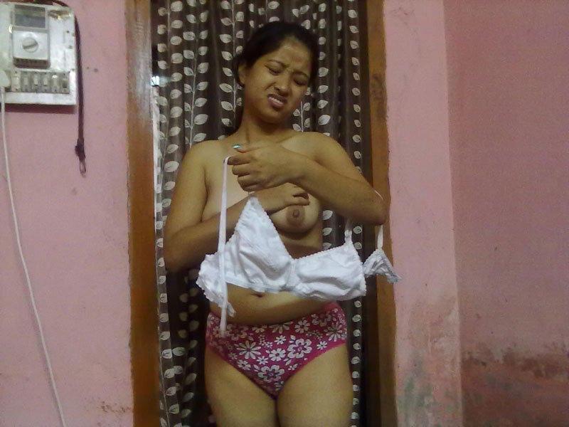 Assami girl Arohi ki nude photos